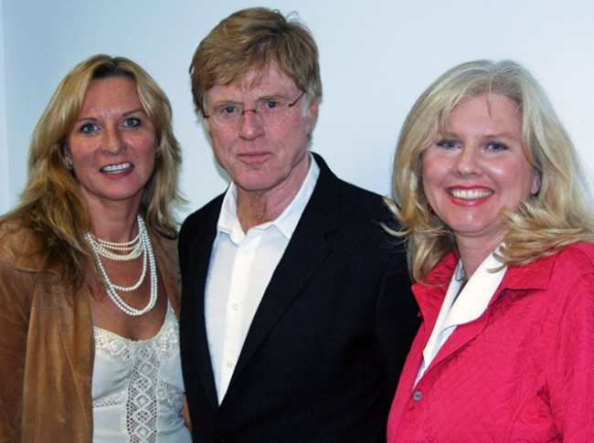 Kathy and Sue Winterhalder with Robert Redford | © Distinguished Speaker Series