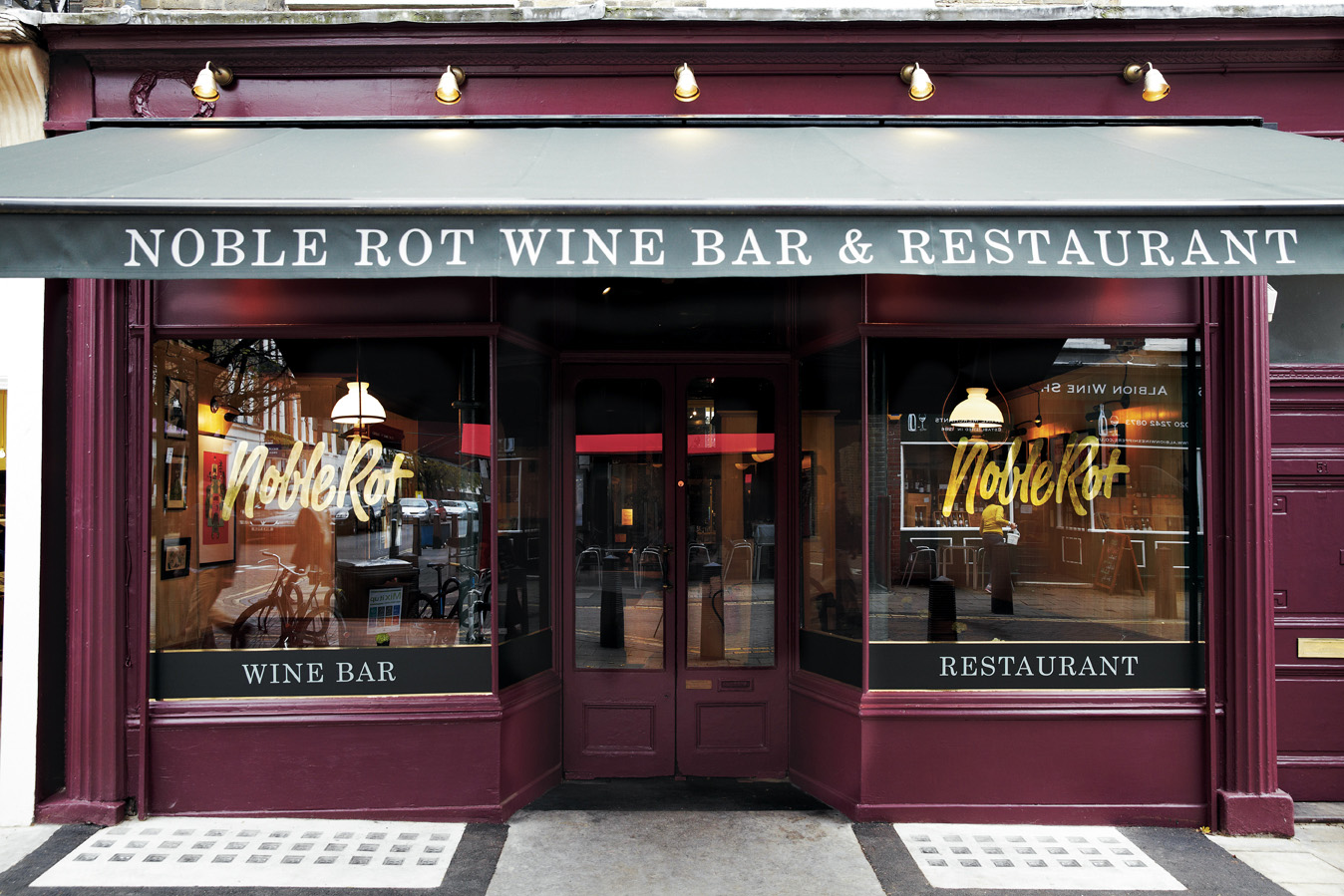 A guide to eating out in london for Covent garden pool table