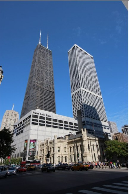 Water Tower Place & Mag Mile | © TonyTheTiger/Wikicommons