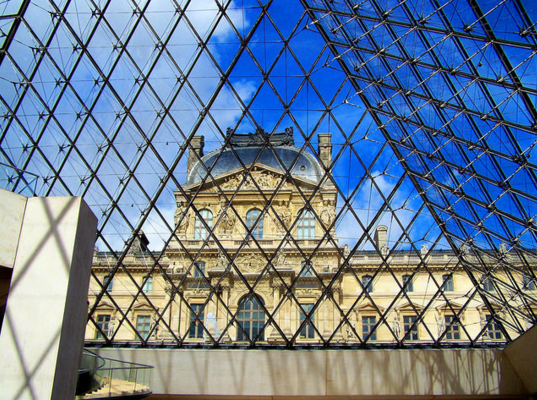 Pyramide du Louvre | Campus France, Flickr