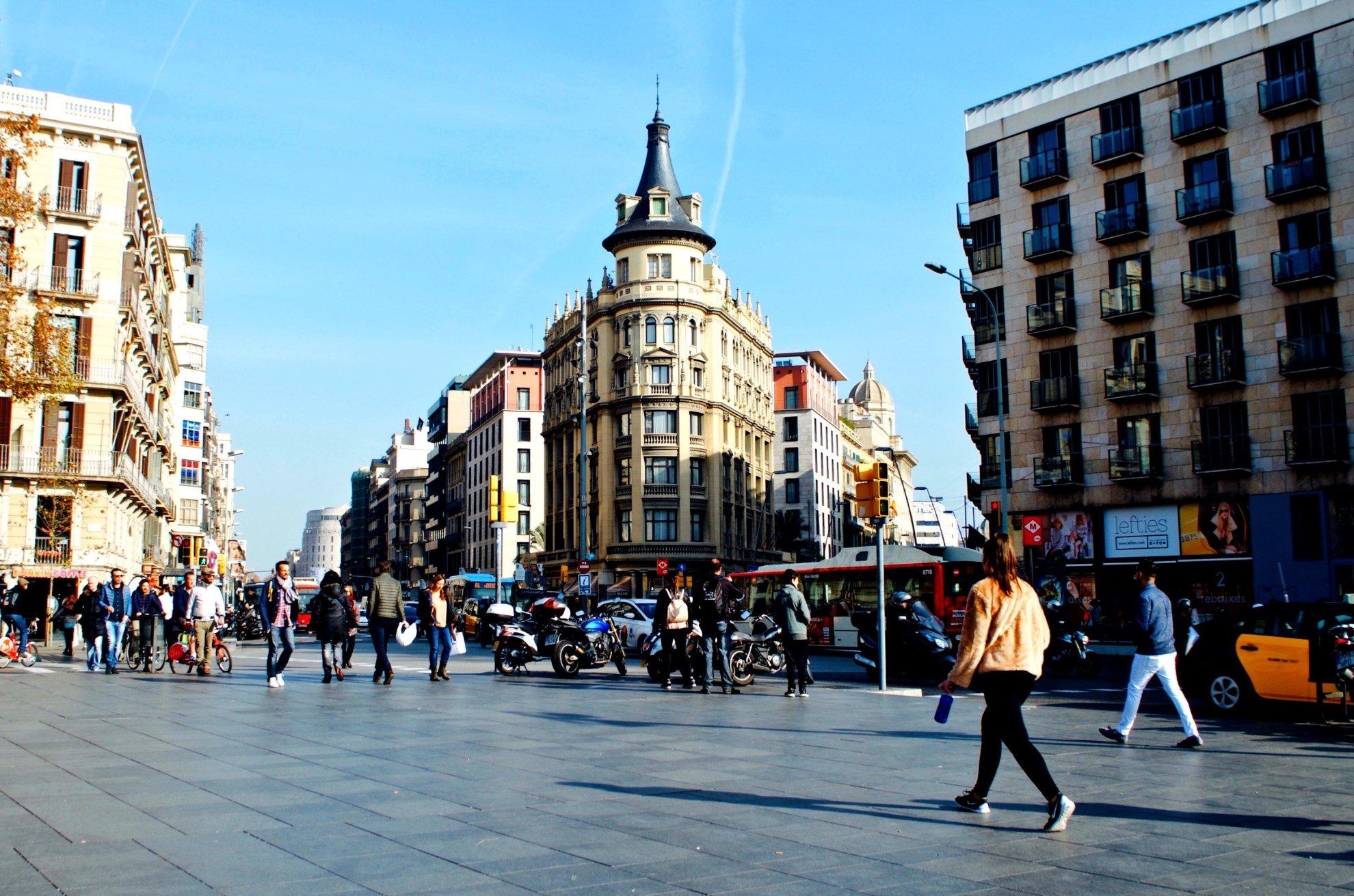 The most famous plazas in barcelona - Placa universitat barcelona ...