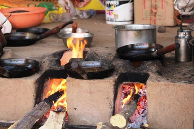 Community cooking at the Bahiram Festival | © Bhushan Bawankule
