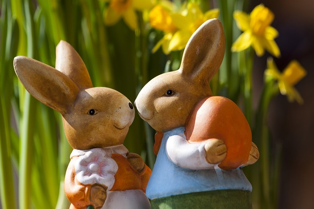 Easter Bunny Couple STUX/images/Pixabay