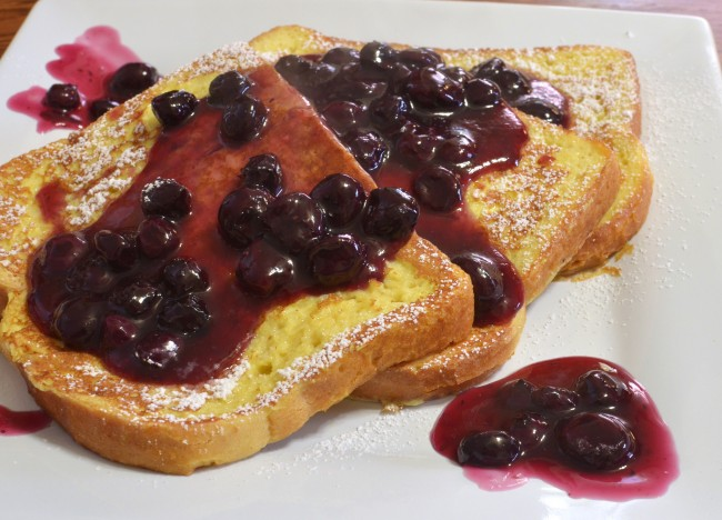 French toast with blueberries | © jeffreyw/Flickr