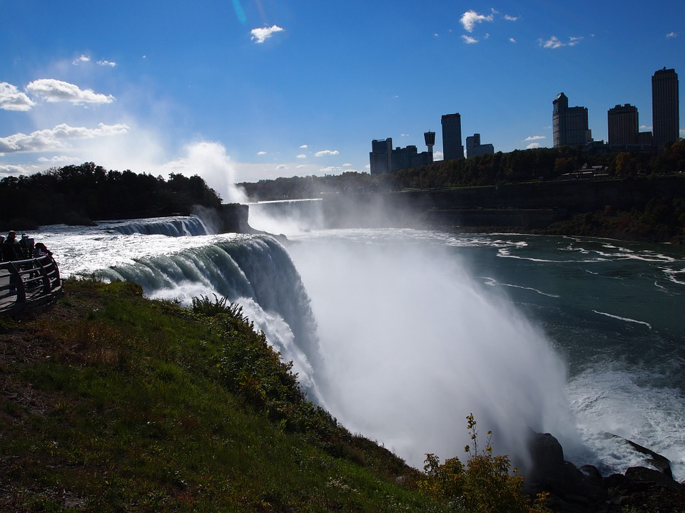 12 stunning natural wonders around the world for Pool spa show niagara falls