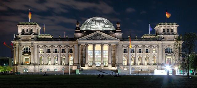 Berlin - Reichstag building at night - 2013 | © Avda / avda-foto.de/WikiCommons