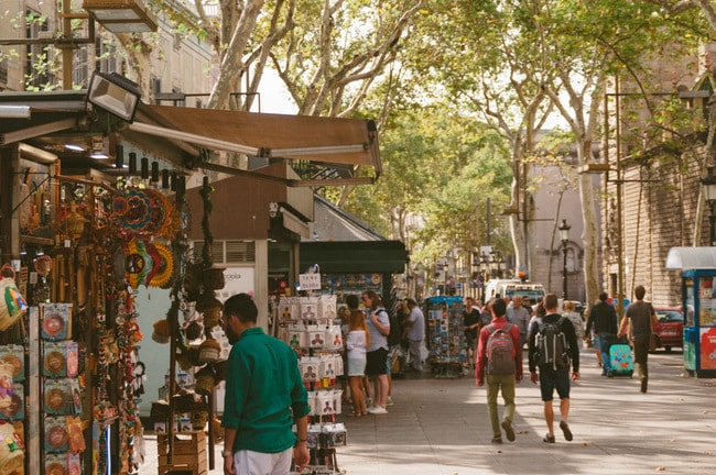 Tourists walking around Las Ramblas | Michael & Tara Castillo / © Culture Trip
