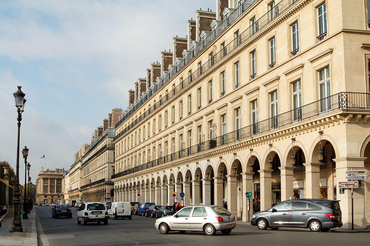 the most vibrant streets in paris 39 1st arrondissement. Black Bedroom Furniture Sets. Home Design Ideas