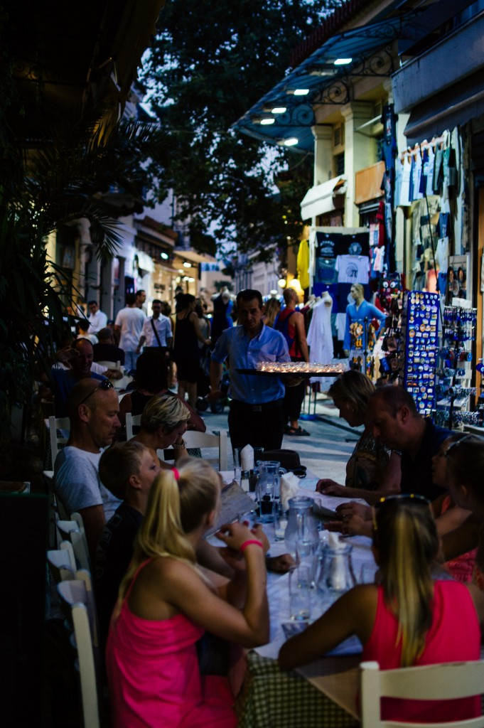 Outdoor dining in Athens | © heroix/Flickr
