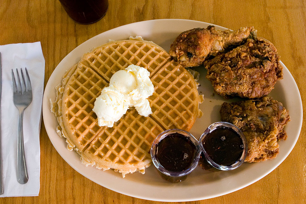 Chicken n Waffles | © Elliot/Flickr