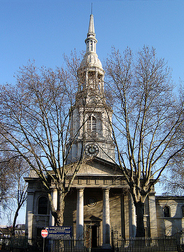 The St Leonard's Church also known as the Shoreditch Church | © Fin Fahey/Flickr