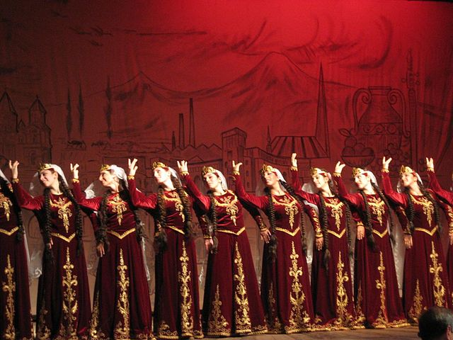 Traditional Armenian dance |© Raffi Kojian/Wikicommons