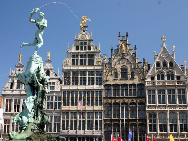 Brabo Fountain and Grote Markt, main square of Antwerp|© Frank Kovalchek/Flickr