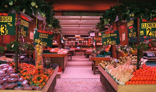 800px-Fruit_market_in_Montorgueil-Saint_Denis,_Paris,_Ile-de-France