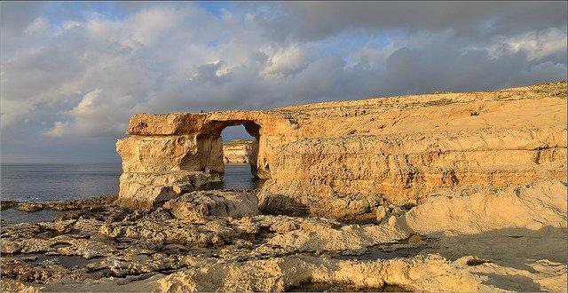 The Azure Window trek, Gozo| © Robert Pittman/flickr
