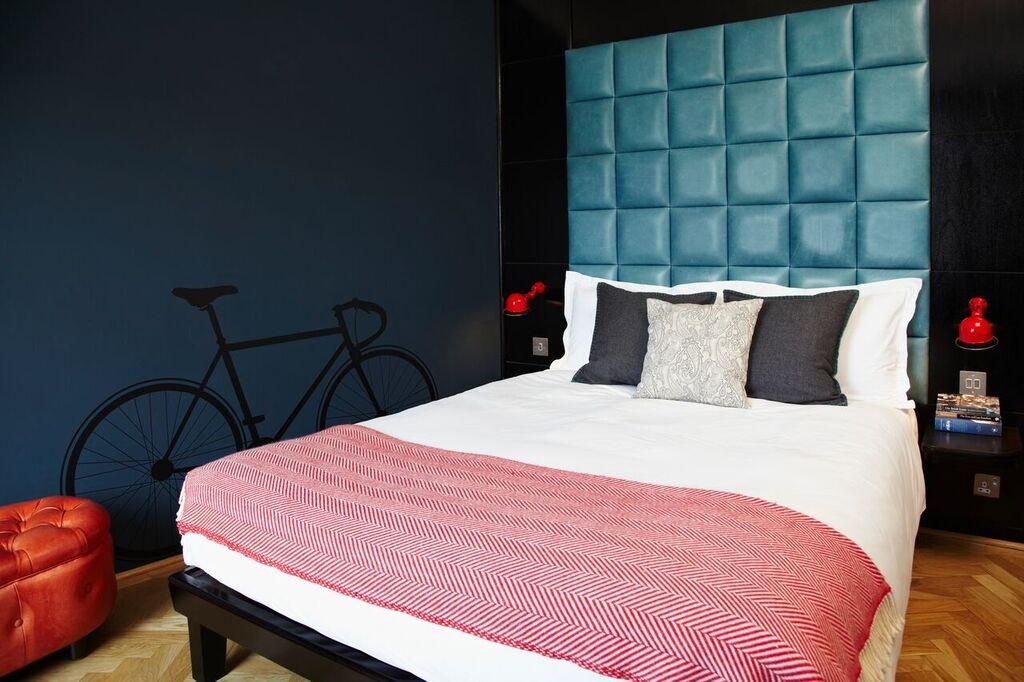 Room inside The Hoxton hotel in Shoreditch | Courtesy of The Hoxton
