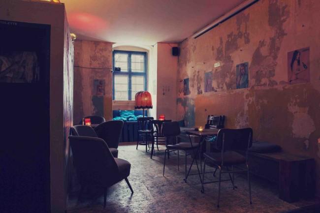 Interior | Courtesy of Moritz Bar / Photographed by © Claudia Goedke