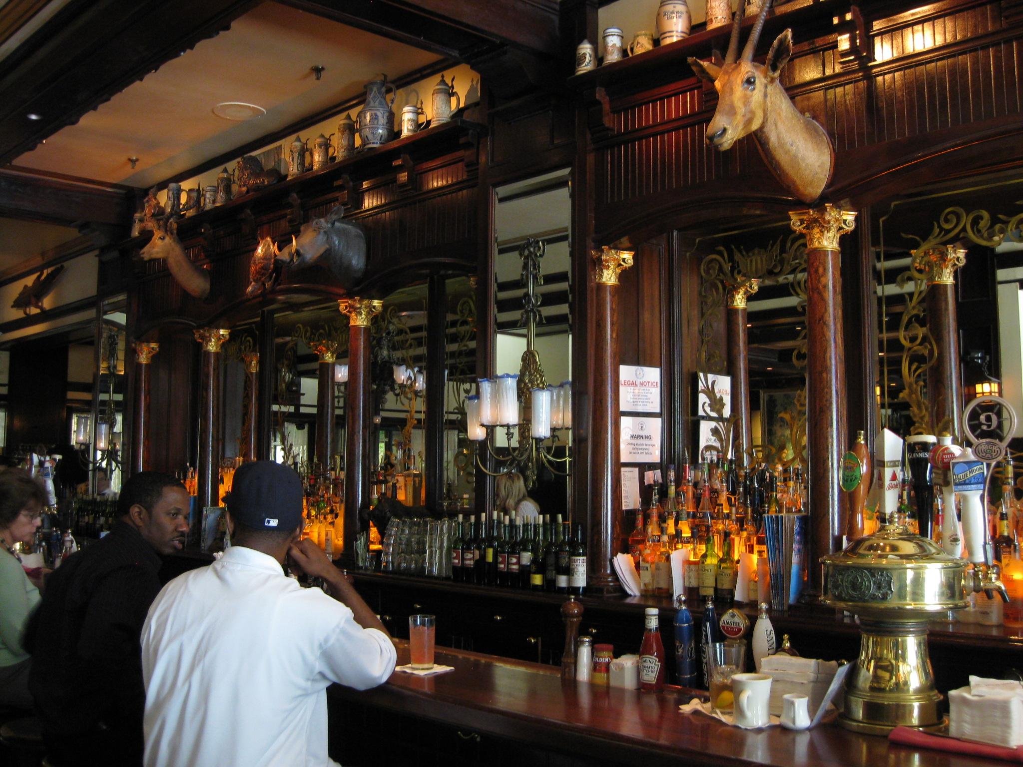 10 Great Bars In Chicago's Ukrainian Village
