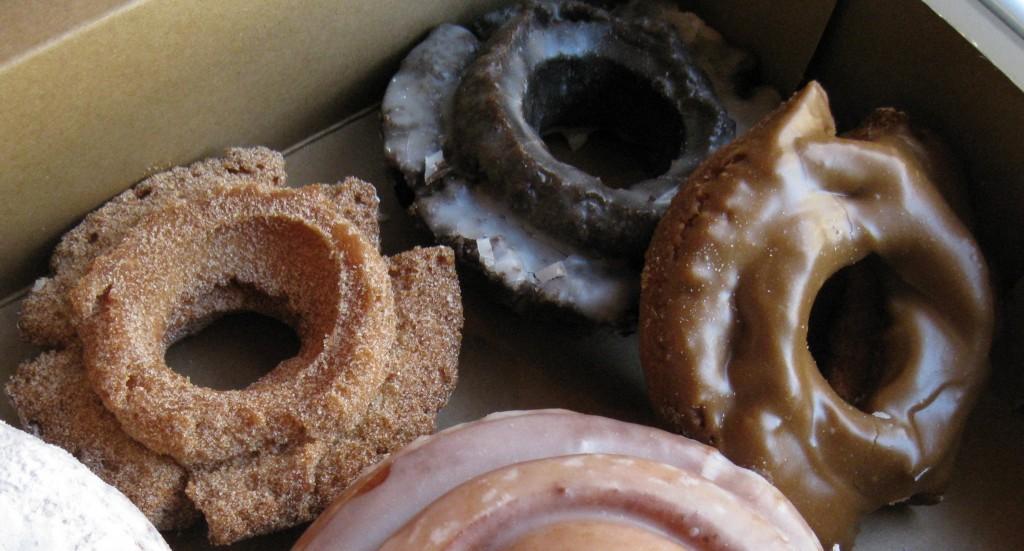 Old-Fashioned Doughnuts |©Arnold Gatilao/WikiCommons
