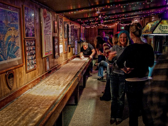 the shuffleboard © tracyshaun/Flickr