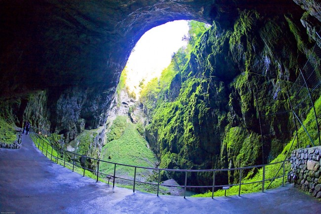 Macocha Abyss, Punkva Caves, Czech Republic   © Pixelfix/WikiCommons