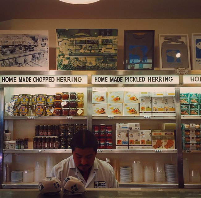 The interior counter of Russ and Daughters| © Elizabeth Goodspeed/wikicommons