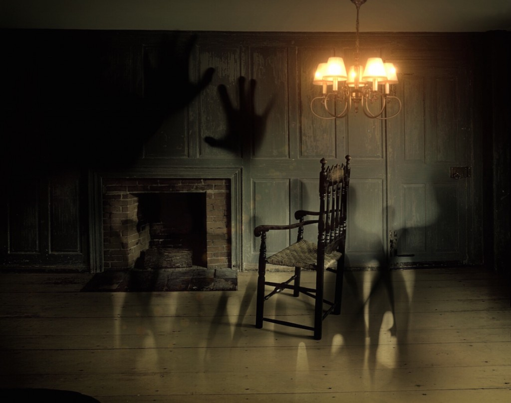 Get out of your comfort zone and discover haunted Naperville / Pexels
