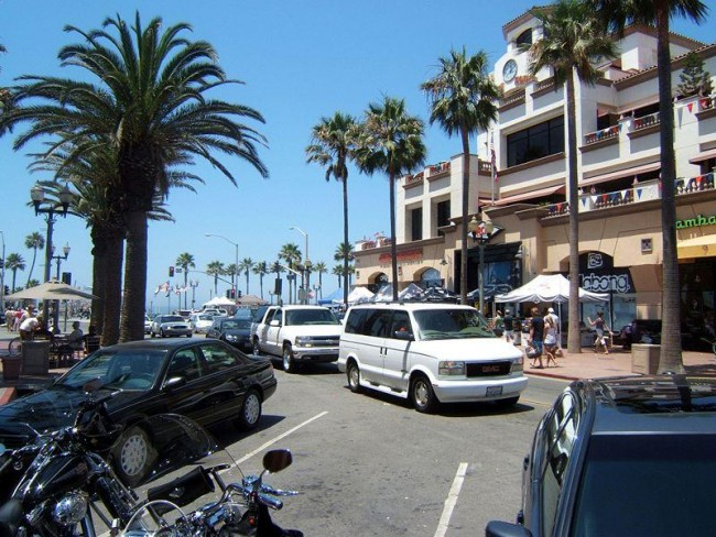 Maine Street at Huntington Beach ©Toksave/Wikimedia