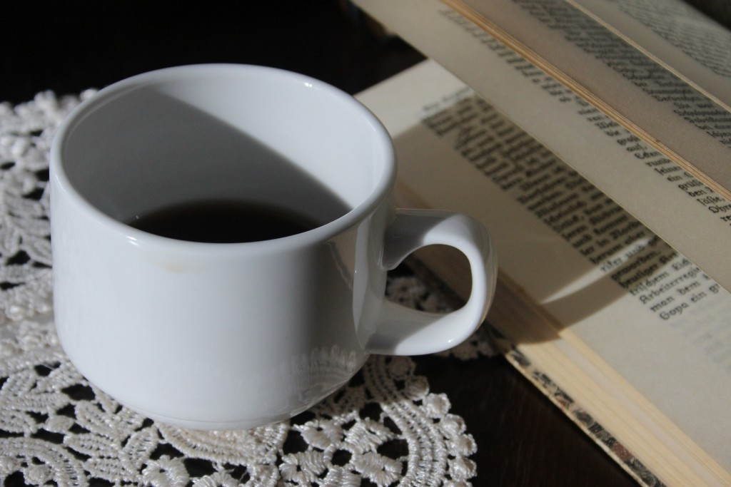 Coffee with a book | © miradeshazer/Pixabay
