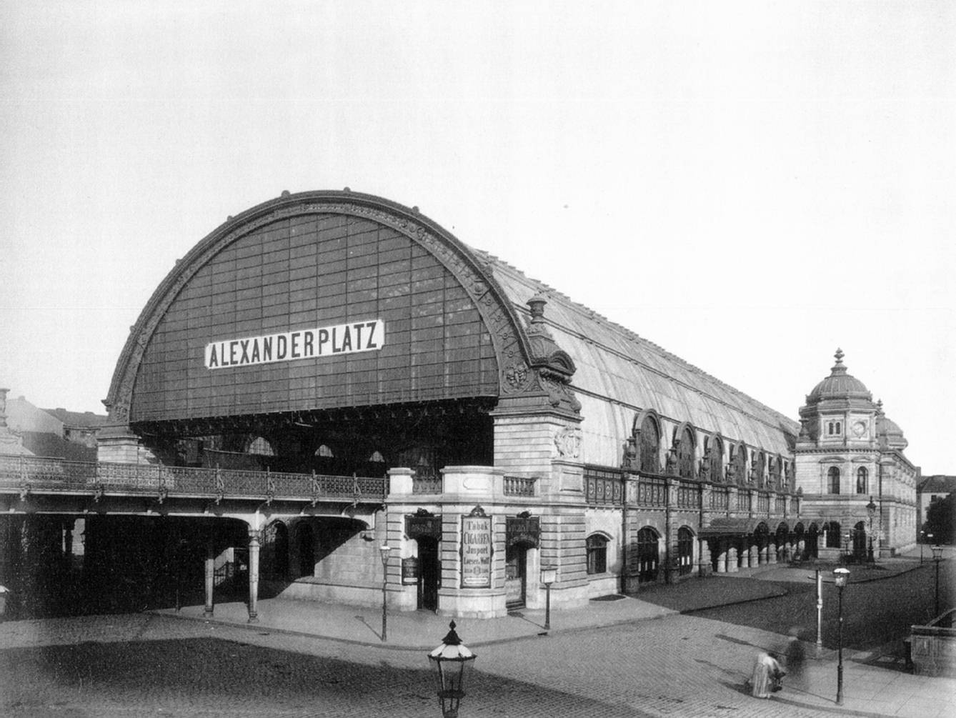 10 astonishing historical facts about alexanderplatz for Berlin to dresden train