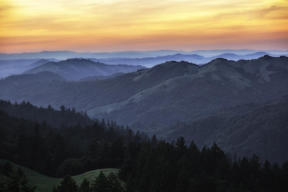 Marin County hills during sunset © Radoslaw Lecyk / Shutterstock