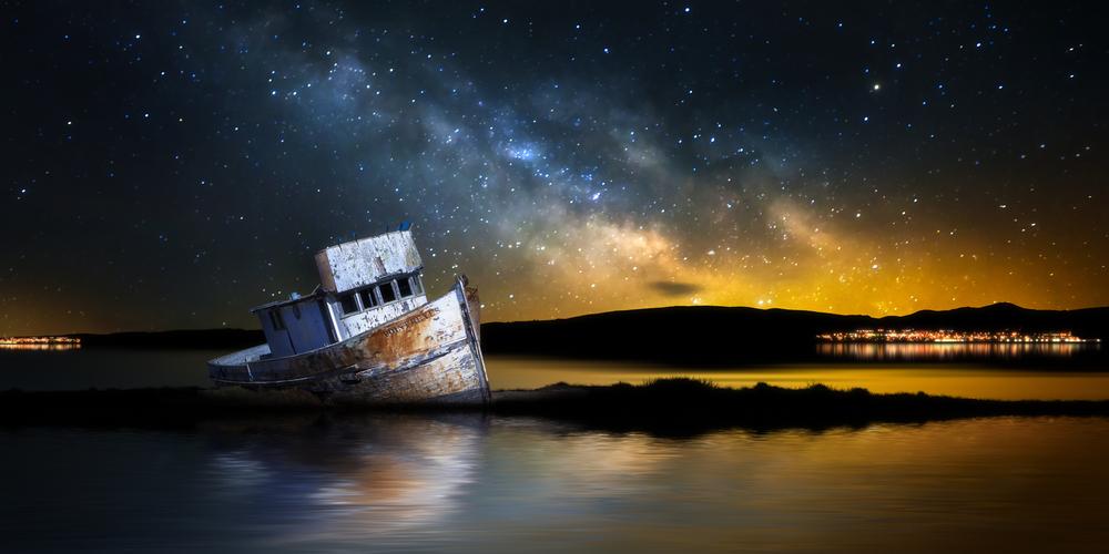Point Reyes ship under milky way © Neil Lockhart / Shutterstock