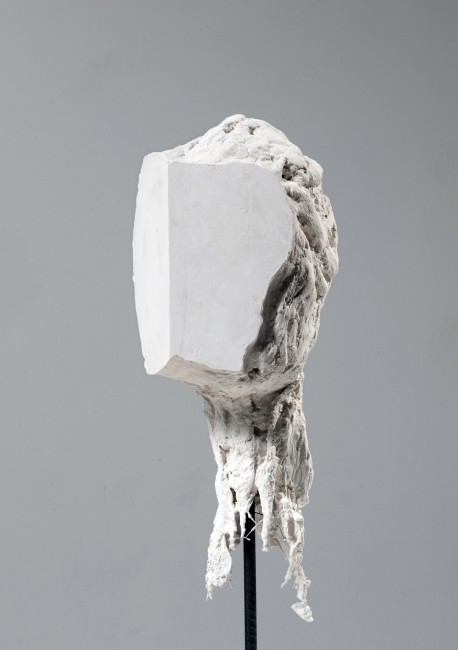 Head – Karel Leyre – 2014 Hydrostone, mesh wire, cheesecloth 63 x 26 x 26 cm © H18 | Courtesy of H18