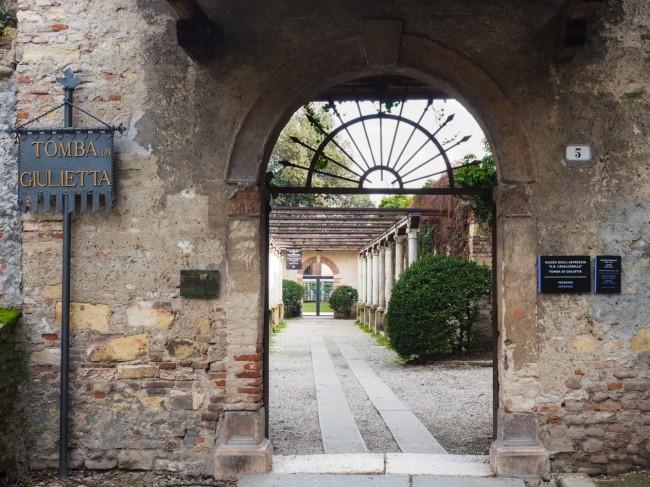 Entrance of Juliet's tomb | Courtesy of Ester Bonadonna