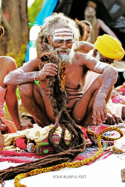 Jata baba showcasing his dreadlocks © Four Blissful Feet