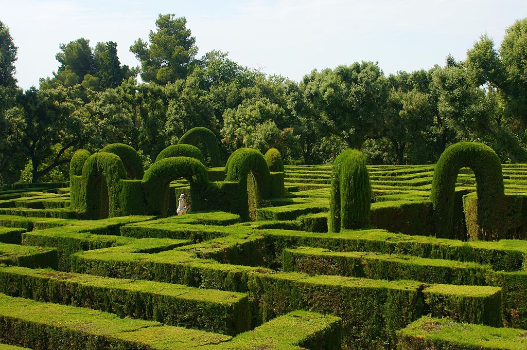 Parks and gardens in barcelona you need to see for Barcelona pool garden 4