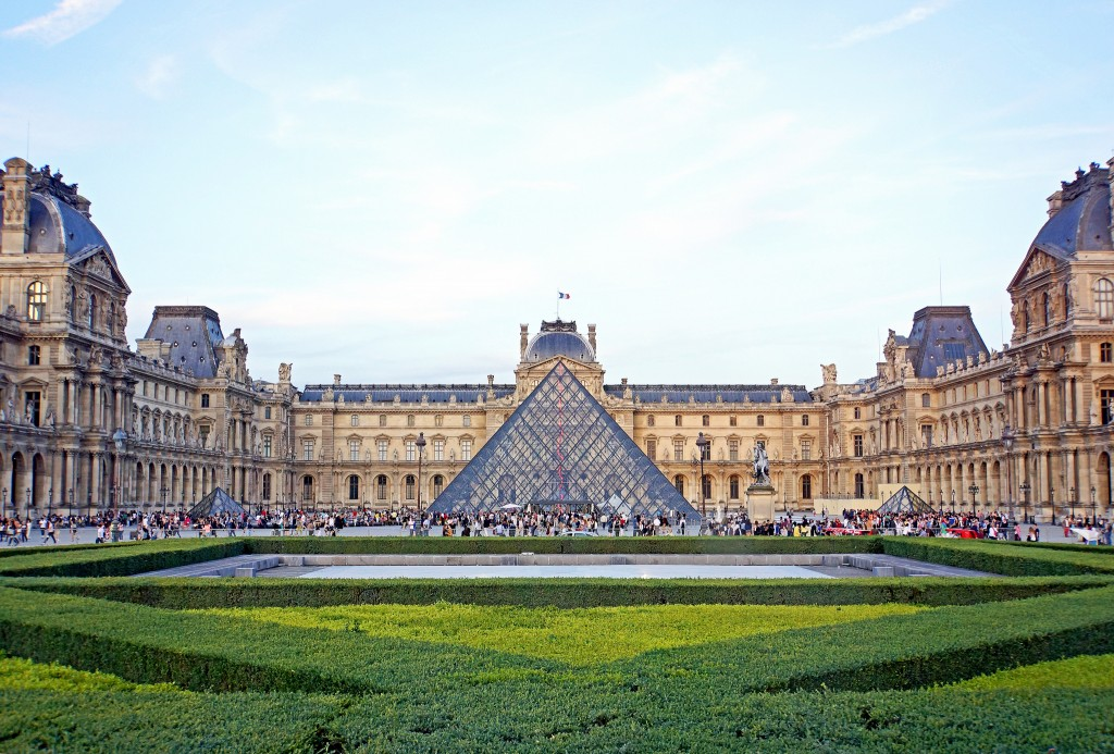 The Louvre | © Dennis Jarvis/Flickr