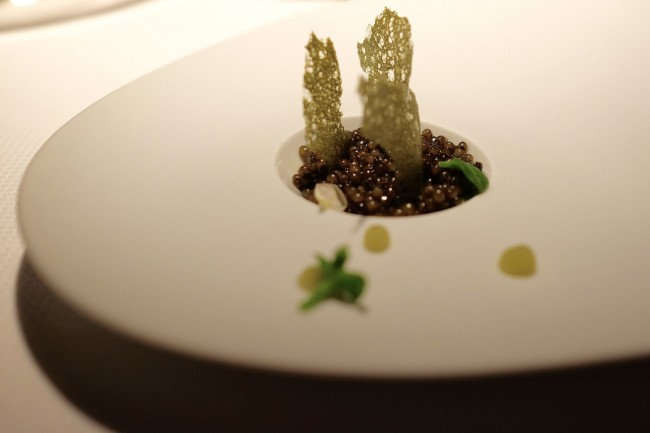 Golden Osetra Caviar, Fennel, Kiwi | © Jun Seita/Flickr