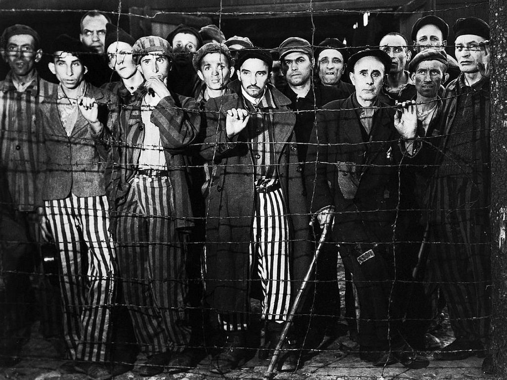 margaret bourke white 07 survivors-gaze-at-photographer-margaret-bourke-white-and-rescuers-from-the-united-states-third-army-during-the-liberation-of-buchenwald-april-1945 | © Ur Cameras/Flickr