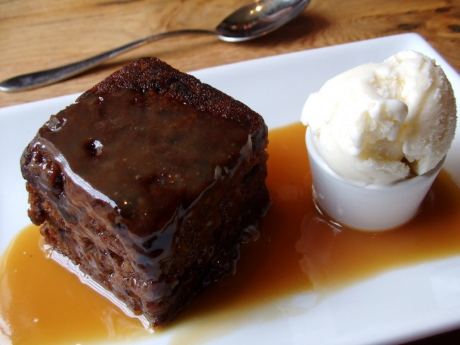 A traditional sticky toffee pudding | © Katherin/Flickr