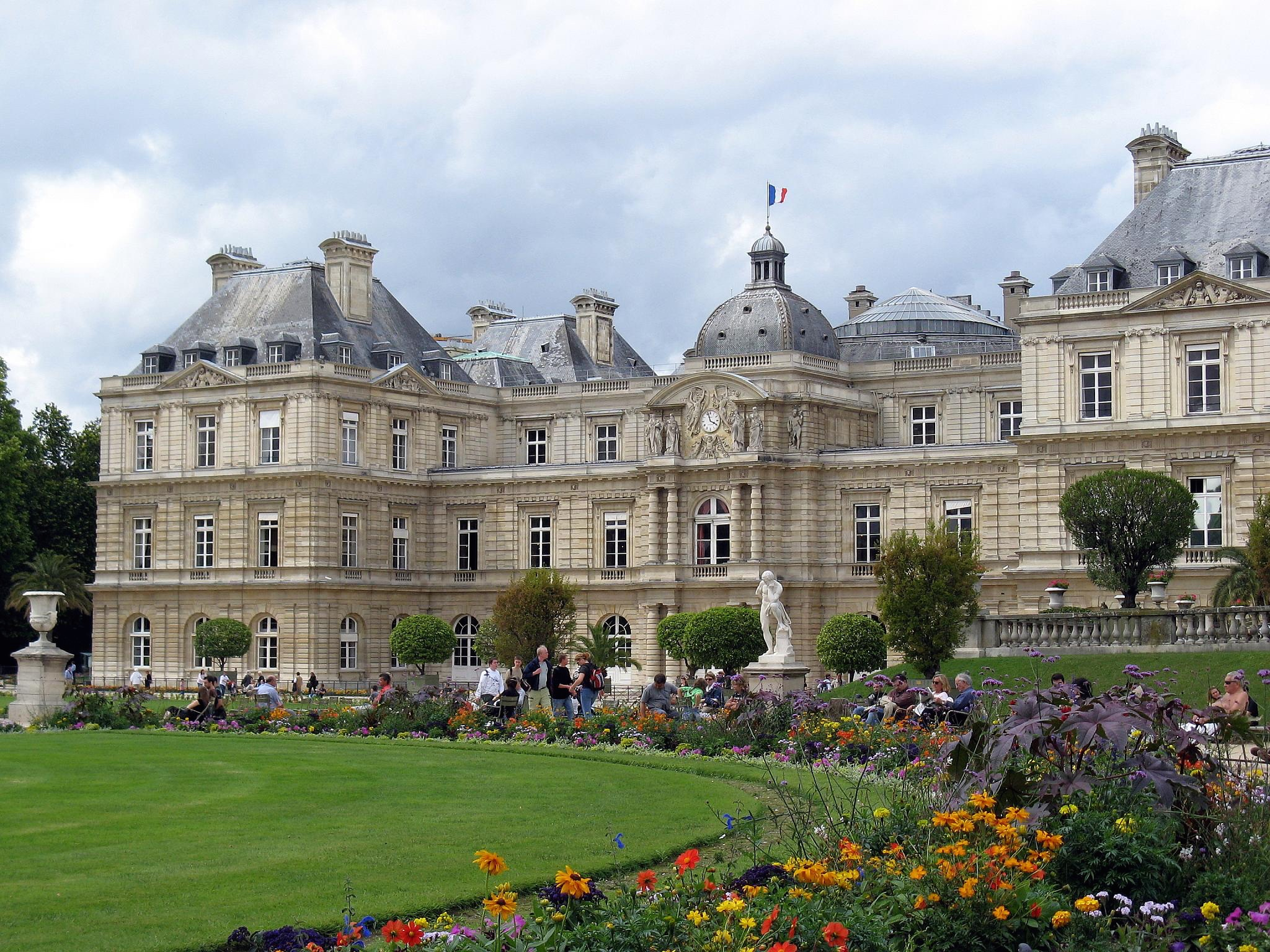 The oldest most beautiful buildings in paris for Luxembourg homes