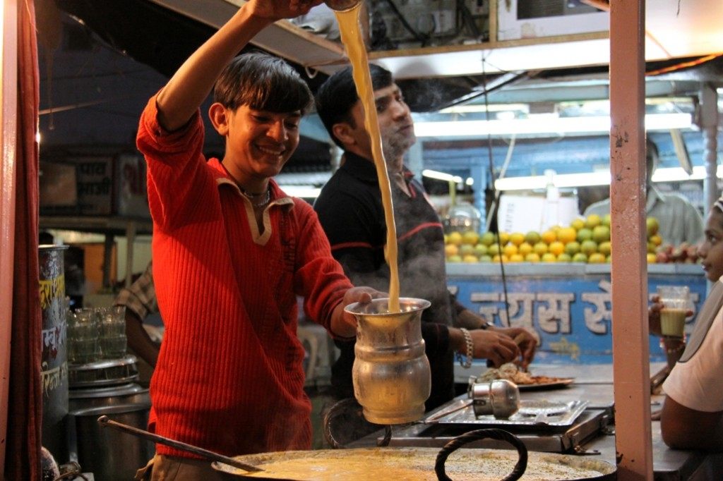 Making Thandai | © Kshitij Garg / Flickr