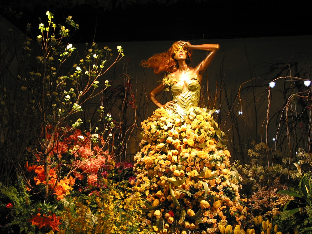 macy's flower show window dressing | © Marilyn C. Cole/Flickr
