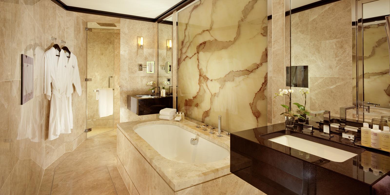 https://cdn.theculturetrip.com/wp-content/uploads/2016/03/45-park-lane-superior-room-bathroom.jpg