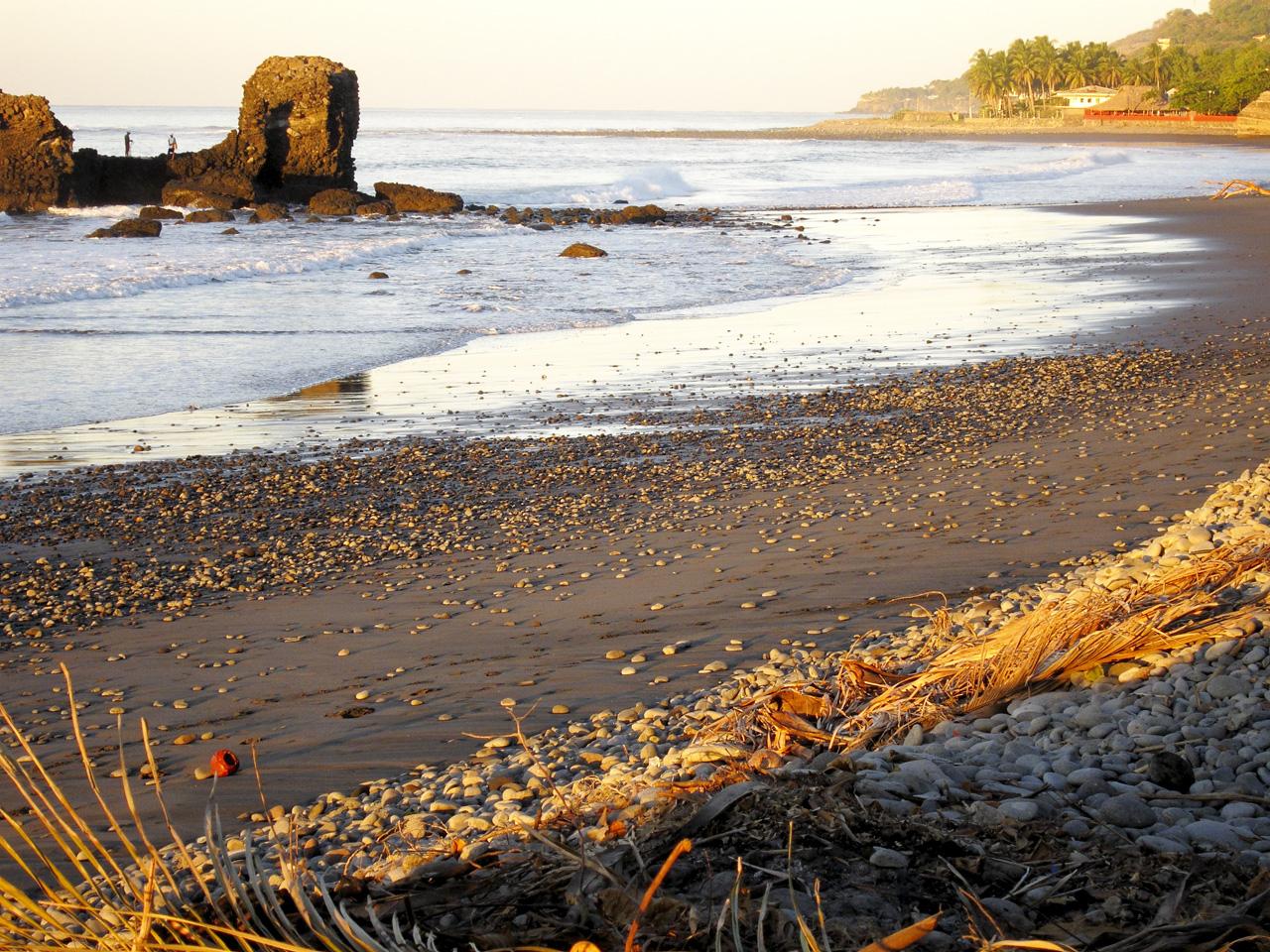 Playa El Tunco, El Salvador | © thphht/Flickr