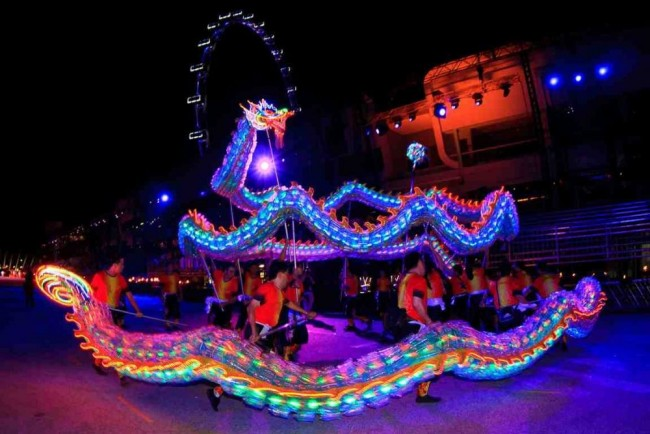 Dragon Dance, Chingay 2013 | Courtesy of Myriam Ohlig