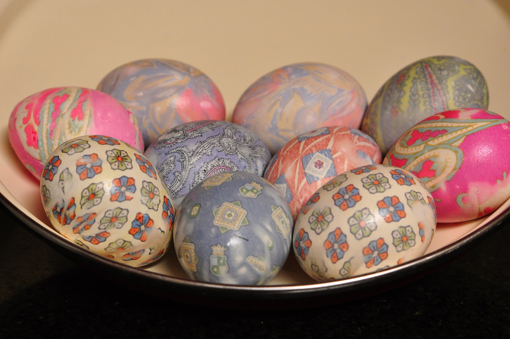 Tie-Dyed Easter Eggs | © Kimberly Vardeman/Flickr