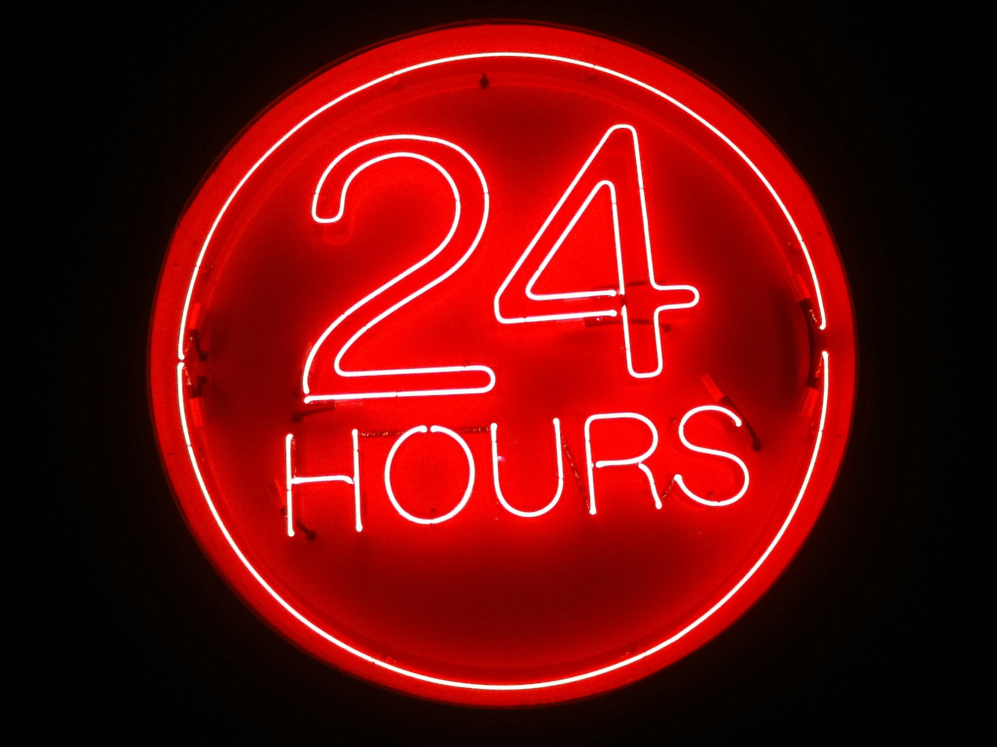 24 hours neon Sign | © Mike Mozart/Flickr