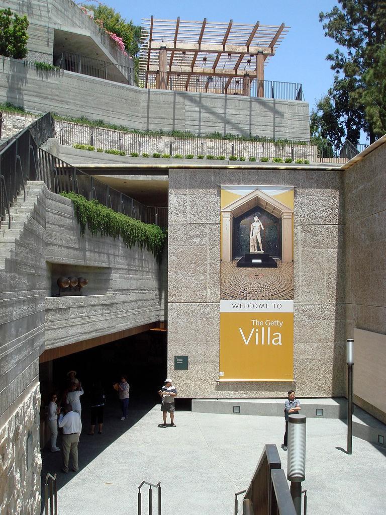 Entrance to the Getty Villa, Malibu. © Bobak Ha'Eri / Wiki Commons