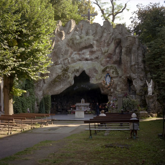 People still find their way to the Lourdes grotto in Jette to take a break from bustling city life | © Laurent Gauthier/Flickr